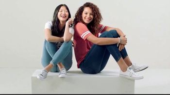 Kohl's Friends and Family Sale TV Spot, 'Jeggings and Vans' - Thumbnail 10