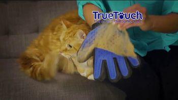 True Touch Deshedding Glove TV Spot, 'Winter Hair Storm Warning' - Thumbnail 4