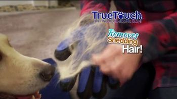 True Touch Deshedding Glove TV Spot, 'Winter Hair Storm Warning' - Thumbnail 6