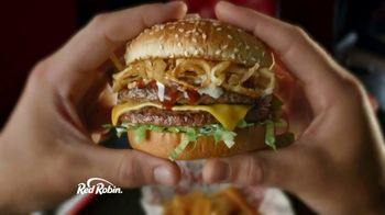 Red Robin Cowboy Ranch Tavern Double TV Spot, 'Giddy Up' - Thumbnail 3