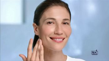 RoC Retinol Correxion Max Daily Hydration Crème TV Spot, 'Both Worlds'
