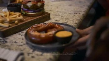 TGI Friday's $5 Apps and Drinks TV Spot, 'Always a Good Time' - Thumbnail 8