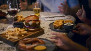 TGI Friday's $5 Apps and Drinks TV Spot, 'Always a Good Time' - Thumbnail 9