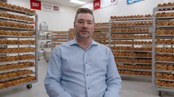 Google TV Spot, 'Grow With Google: Jenny Lee Bakery' - Thumbnail 10