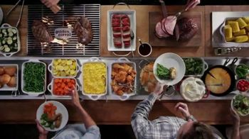 Golden Corral All You Can Eat Crab Legs TV Spot, 'Enjoy a Feast' - Thumbnail 4
