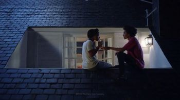 Coca-Cola TV Spot, 'Deja Shares With Curtis' - Thumbnail 6