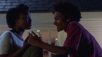 Coca-Cola TV Spot, 'Deja Shares With Curtis' - Thumbnail 7