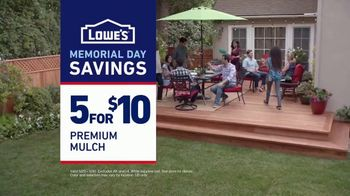 Lowe's Memorial Day Savings TV Spot, 'The Moment: Good Backyard: Mulch' - Thumbnail 10