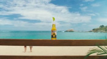 Corona Extra TV Spot, 'Take It From Summer' [Spanish] - Thumbnail 1