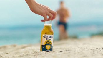 Corona Extra TV Spot, 'Take It From Summer' [Spanish] - Thumbnail 9