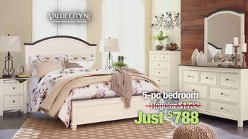 Value City Furniture Memorial Sale TV Spot, 'Five Piece Bedroom' - Thumbnail 4