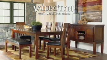 Value City Furniture Memorial Sale TV Spot, 'Five Piece Bedroom' - Thumbnail 7