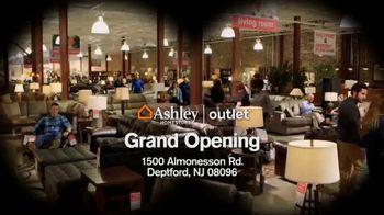 Ashley HomeStore TV Spot, 'Bargain Hunt' - Thumbnail 9