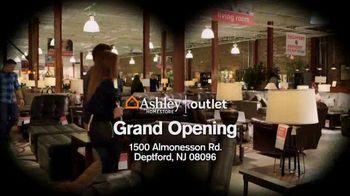 Ashley HomeStore TV Spot, 'Bargain Hunt' - Thumbnail 6