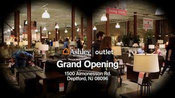 Ashley HomeStore TV Spot, 'Bargain Hunt' - Thumbnail 7