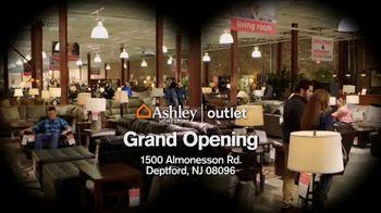 Ashley HomeStore TV Spot, 'Bargain Hunt' - Thumbnail 8