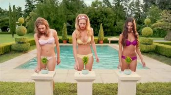 Schick Hydro Silk TrimStyle TV Spot, 'By the Pool'