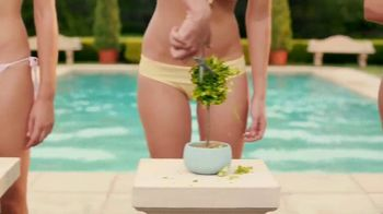 Schick Hydro Silk TrimStyle TV Spot, 'By the Pool' - Thumbnail 3