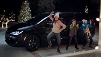 Chrysler Road to Recovery TV Spot, 'Holidays: Caroling' Featuring Kathryn Hahn [T2]