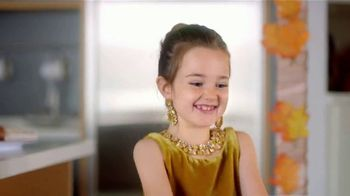H-E-B Meal Simple TV Spot, 'Holiday Magic Friendsgiving' - Thumbnail 1