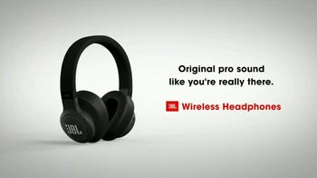 JBL Wireless Headphones TV Spot, 'Booth' Song by Shakira - Thumbnail 10