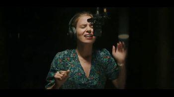 JBL Wireless Headphones TV Spot, 'Booth' Song by Shakira - Thumbnail 4