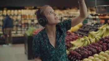 JBL Wireless Headphones TV Spot, 'Booth' Song by Shakira - Thumbnail 6