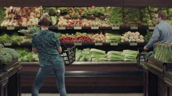 JBL Wireless Headphones TV Spot, 'Booth' Song by Shakira - Thumbnail 8