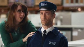 Maytag TV Spot, 'Eye Candy: HE Washer and Electric Dryer' Featuring Colin Ferguson - Thumbnail 4