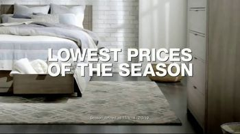Macy's Veterans Day Sale TV Spot, 'Sectionals, Storage Beds and Sofas' - Thumbnail 1