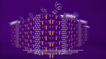 Metro by T-Mobile TV Spot, 'Holiday Gifts' Song by Usher - Thumbnail 3