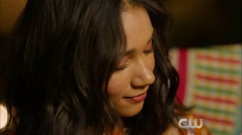 Microsoft Surface TV Spot, 'The CW: Staying Connected' Featuring Greta Onieogou - Thumbnail 2