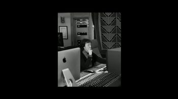 Apple Mac TV Spot, 'Behind the Mac: Make Something Wonderful' Ft. Oprah Winfrey, Song by Hauschka - Thumbnail 4