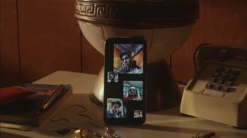Apple iPhone Group FaceTime TV Spot, 'A Little Company' Song by Elvis Presley - Thumbnail 2