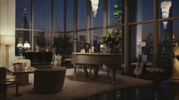 Apple iPhone Group FaceTime TV Spot, 'A Little Company' Song by Elvis Presley - Thumbnail 6