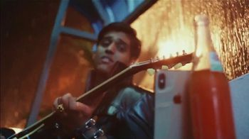 Apple iPhone Group FaceTime TV Spot, 'A Little Company' Song by Elvis Presley - Thumbnail 8