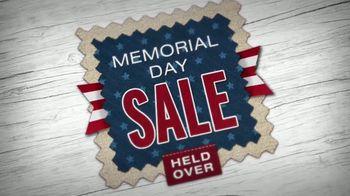 La-Z-Boy Memorial Day Held Over Sale TV Spot, 'Favorite Spot' - Thumbnail 5