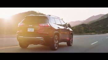 2019 Jeep Cherokee TV Spot, 'World Comes With It: Technology' [T1] - Thumbnail 10