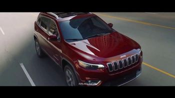 2019 Jeep Cherokee TV Spot, 'World Comes With It: Technology' [T1] - Thumbnail 3