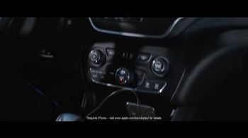 2019 Jeep Cherokee TV Spot, 'World Comes With It: Technology' [T1] - Thumbnail 6