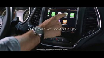 2019 Jeep Cherokee TV Spot, 'World Comes With It: Technology' [T1] - Thumbnail 7