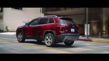 2019 Jeep Cherokee TV Spot, 'World Comes With It: Technology' [T1] - Thumbnail 8