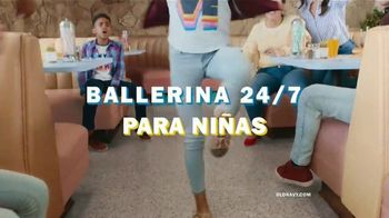 Old Navy 24/7 Jeans TV Spot, 'Dile hola a los jeans 24/7' [Spanish] - Thumbnail 5