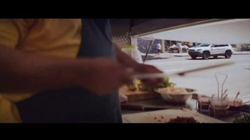 Jeep El Verano de Jeep TV Spot, 'Perfect Sync' canción de Sofia Reyes [Spanish] [T2] - Thumbnail 2
