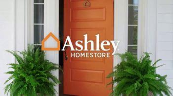 Ashley HomeStore Labor Day Sale TV Spot, 'Farmhouse' - Thumbnail 1