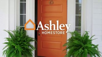 Ashley HomeStore Labor Day Sale TV Spot, 'Outdoor' - Thumbnail 1