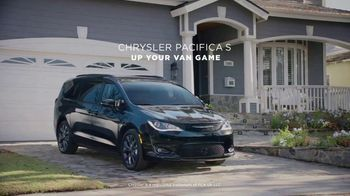 Chrysler Pacifica S TV Spot, 'My Jam' Feat. Kathryn Hahn, Song by Scorpions [T1] - Thumbnail 10