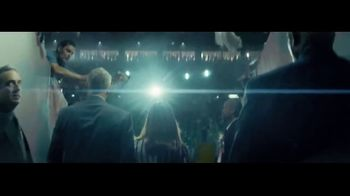 Macy's Fall Fashion Event TV Spot, 'Remarkable You' Song by No Doubt - Thumbnail 3
