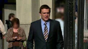 GEICO TV Spot, 'How I Met Your Mother: Carrying a Lot of Money' - Thumbnail 7