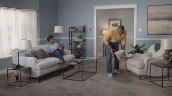 Lowe's Labor Day Savings TV Spot, 'The Moment: Old Carpet: Pergo' - Thumbnail 2
